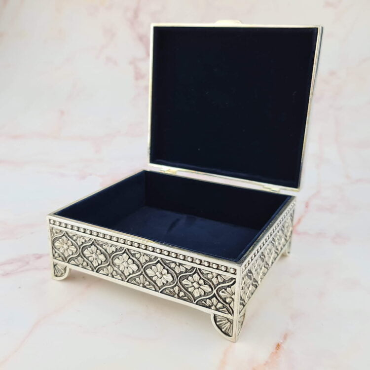 Personalised Square Leaf Silver Jewellery Box 2